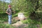 Lars-Börje vid brunnen. Maj 2011.