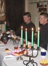Svea vid ''kostymparaden'' med barnbarnen. Svea, Sven, Peter och Linn